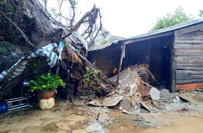 Lâm Đồng: Lốc xoáy đầu mùa mưa hàng chục căn nhà bị tốc mái - Ảnh 3.