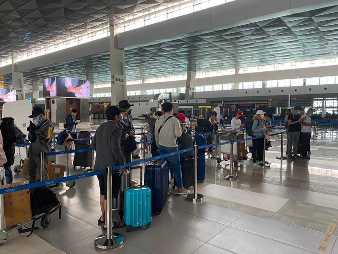 105 người Việt Nam về nước tại sân bay Cần Thơ - Ảnh 1.