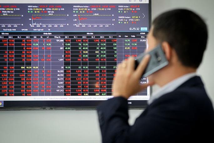 Lo mất doanh nghiệp vì cổ phiếu giảm mạnh - Ảnh 1.