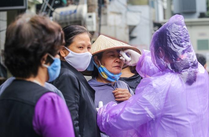Báo Người Lao Động khai trương cây ATM thực phẩm miễn phí tại Hà Nội - Ảnh 32.