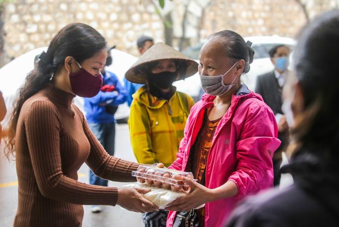 Báo Người Lao Động khai trương cây ATM thực phẩm miễn phí tại Hà Nội - Ảnh 33.