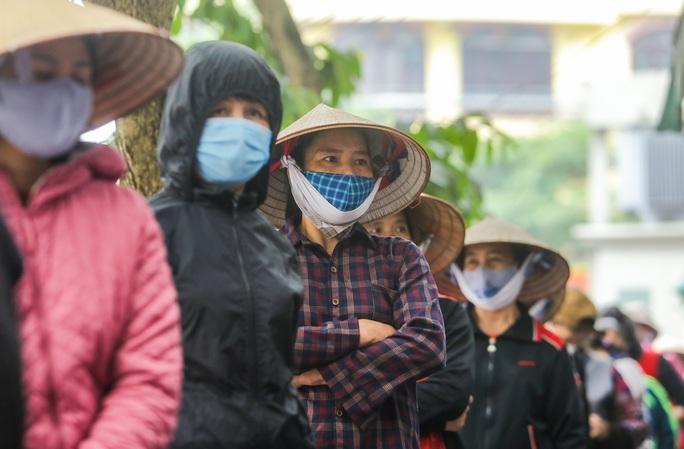 Báo Người Lao Động khai trương cây ATM thực phẩm miễn phí tại Hà Nội - Ảnh 27.