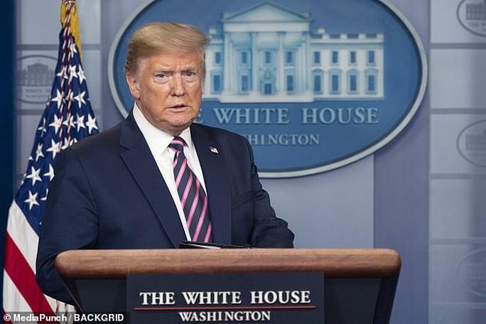 Covid-19: Tổng thống Trump bỏ họp báo sau phát ngôn gây sửng sốt - Ảnh 1.
