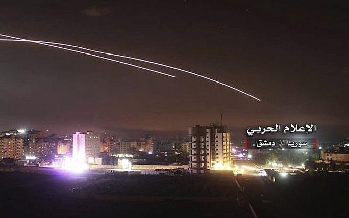 Syria không chặn được tên lửa Israel, 7 người thiệt mạng - Ảnh 1.