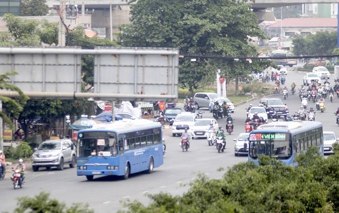 Một tuyến xe buýt hoạt động trở lại ở TP HCM - Ảnh 1.