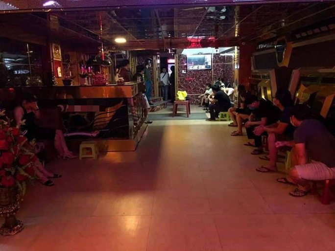 Đà Nẵng: Bắt quả tang nhóm nam nữ bay lắc trong karaoke bất chấp lệnh cấm - Ảnh 2.