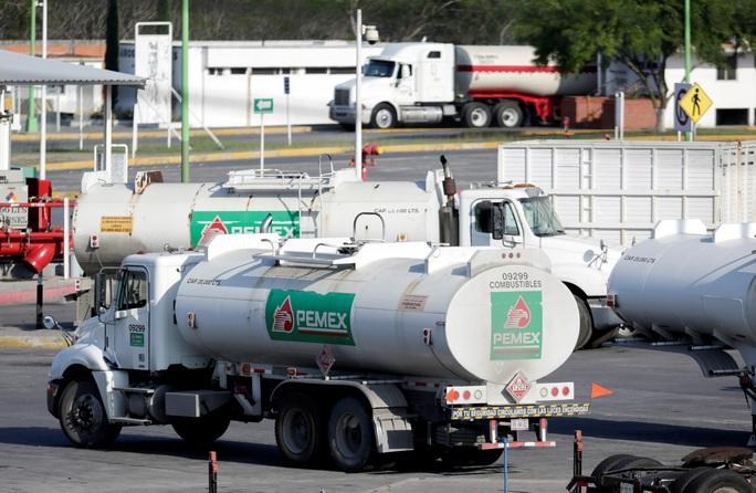 Giá dầu tiếp tục đối mặt sức ép - Ảnh 1.