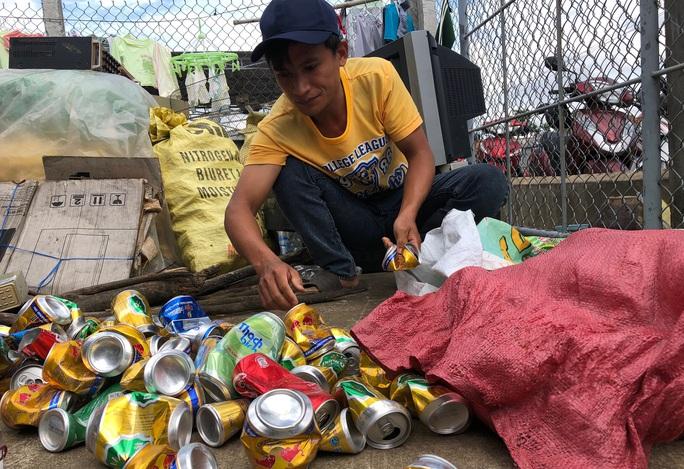Tuyên dương anh ve chai nghèo trả lại 180 triệu đồng và 1,3 lượng vàng - Ảnh 2.