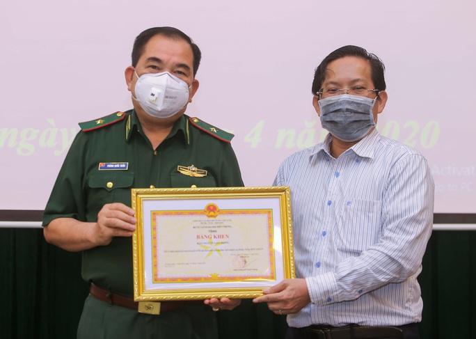 Báo Người Lao Động trao 100 triệu đồng tặng Bộ đội Biên phòng - Ảnh 5.