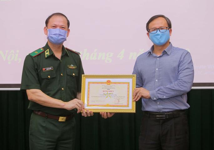 Báo Người Lao Động trao 100 triệu đồng tặng Bộ đội Biên phòng - Ảnh 6.