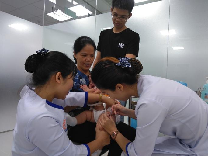 Sở Y tế TP HCM yêu cầu hỏa tốc về tiêm chủng an toàn mùa Covid-19 - Ảnh 1.