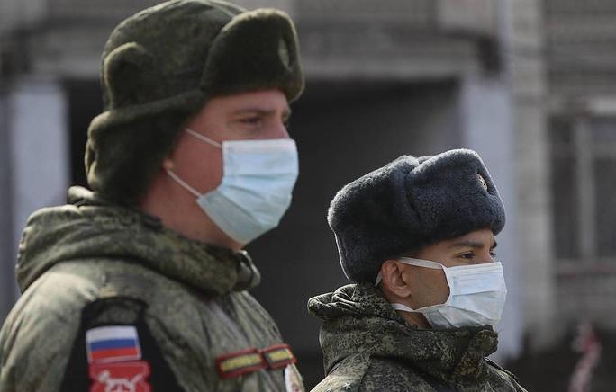 Covid-19: Tổng thống Nga bất ngờ trở thành chuyên gia virus học - Ảnh 1.
