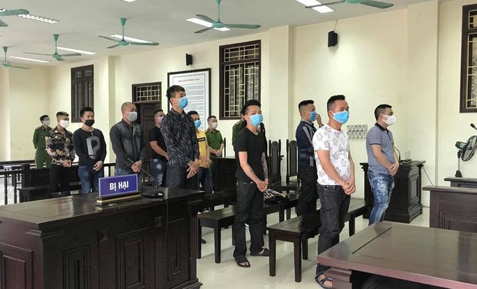 Trả hồ sơ vụ án con nuôi Đường Nhuệ cùng đồng bọn đánh gãy chân nam thanh niên - Ảnh 1.