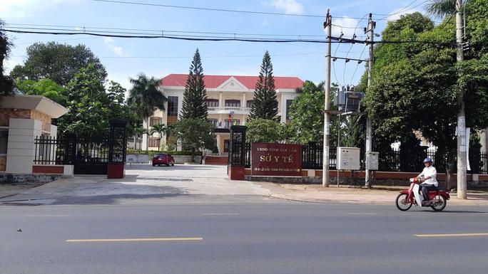Khởi tố nguyên Giám đốc Sở Y tế Đắk Lắk và 9 cán bộ y tế - Ảnh 1.