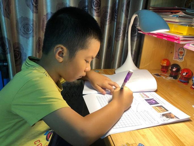 TP HCM: Học sinh lớp 5 sẽ học trên truyền hình - Ảnh 1.