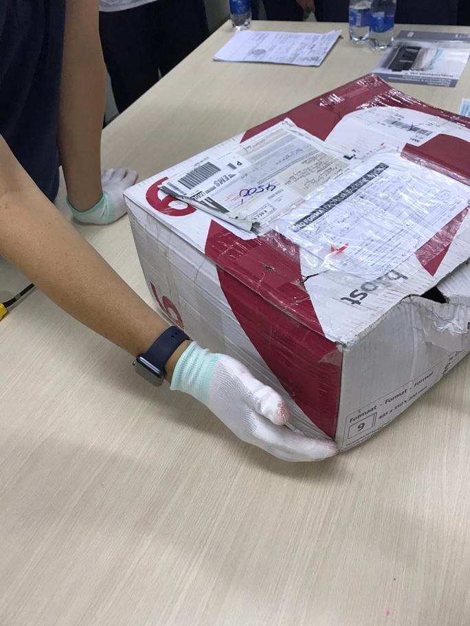 Bí mật trong 16 bưu phẩm gửi từ châu Âu về TP HCM - Ảnh 1.