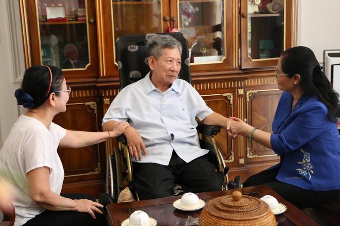 Clip: Lãnh đạo TP HCM thăm Thượng tướng Phan Trung Kiên - Ảnh 1.