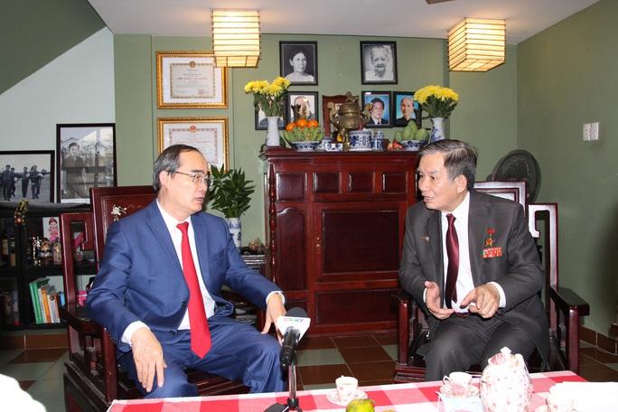 Bí thư Thành ủy TP HCM thăm các cá nhân, đơn vị tiêu biểu trong Chiến dịch Hồ Chí Minh - Ảnh 4.