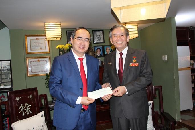 Bí thư Thành ủy TP HCM thăm các cá nhân, đơn vị tiêu biểu trong Chiến dịch Hồ Chí Minh - Ảnh 3.