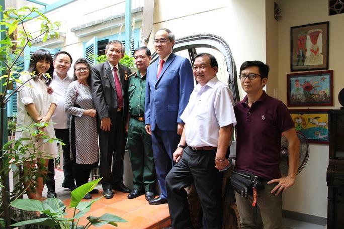 Bí thư Thành ủy TP HCM thăm các cá nhân, đơn vị tiêu biểu trong Chiến dịch Hồ Chí Minh - Ảnh 5.
