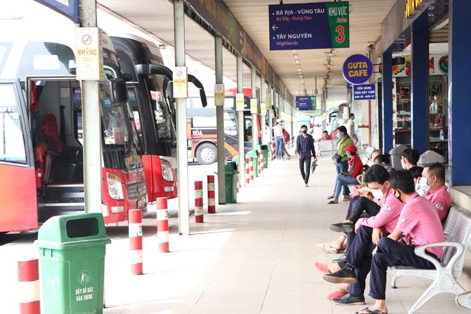 Xe khách hoạt động lại ở TP HCM: Trung bình mỗi xe 7 hành khách - Ảnh 2.