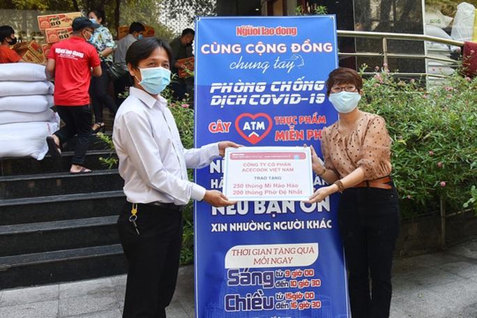 ATM thực phẩm miễn phí: Nhân rộng những tấm lòng nhân ái - Ảnh 1.