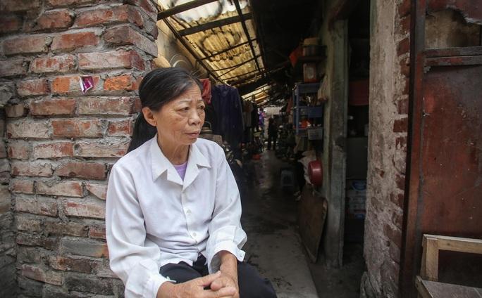 Trao tặng quà của bạn đọc Báo Người Lao Động cho bệnh nhân xóm chạy thận tại Hà Nội - Ảnh 3.