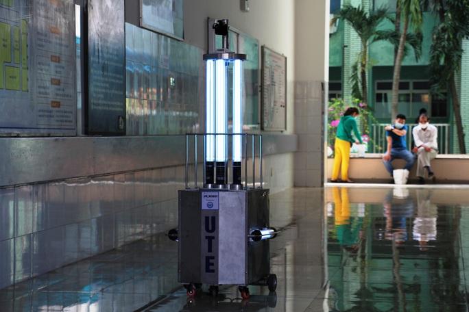 Cận cảnh Robot điều khiển từ xa, diệt virus bằng tia UV - Ảnh 3.