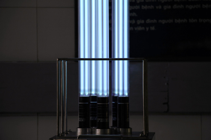 Cận cảnh Robot điều khiển từ xa, diệt virus bằng tia UV - Ảnh 4.