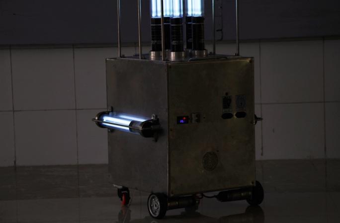 Cận cảnh Robot điều khiển từ xa, diệt virus bằng tia UV - Ảnh 5.
