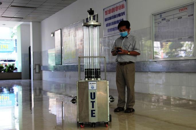 Cận cảnh Robot điều khiển từ xa, diệt virus bằng tia UV - Ảnh 8.