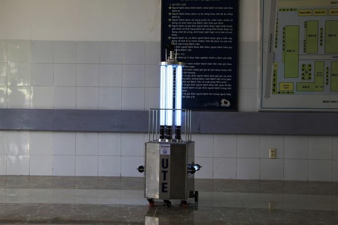 Cận cảnh Robot điều khiển từ xa, diệt virus bằng tia UV - Ảnh 9.