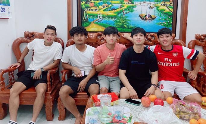 Vừa tập huấn, Công Phượng tranh thủ đến Vũng Tàu thăm nhà Trần Minh Vương - Ảnh 2.