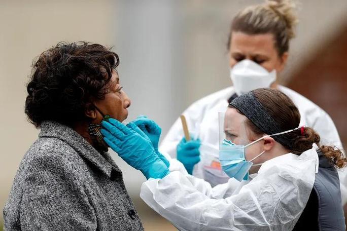 Covid-19: Số ca nhiễm ở Mỹ vượt mốc 1 triệu, dự báo đỉnh dịch kéo dài - Ảnh 1.