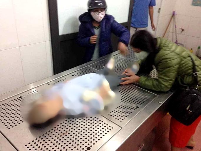 Bố mẹ đã khai gì về việc bỏ đói, bạo hành dã man khiến bé gái 3 tuổi tử vong? - Ảnh 1.