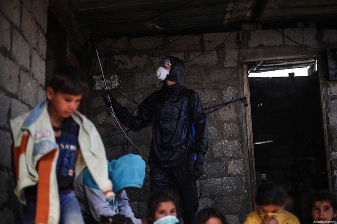 Israel bắt giữ bộ trưởng Palestine khi đang chống Covid-19 - Ảnh 2.