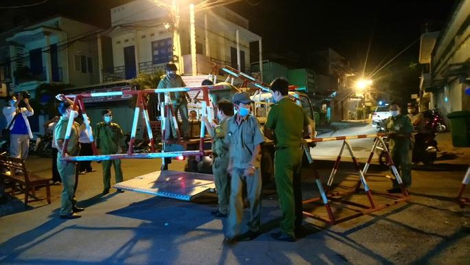 Dỡ bỏ phong tỏa vì Covid-19 ở hai tuyến phố Bình Thuận - Ảnh 4.
