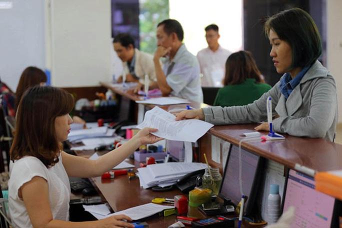 TP HCM: Chi trả lương hưu tháng 4 và 5 cho người dân tại nhà - Ảnh 1.