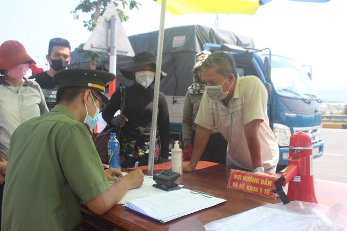 Quảng Nam đã cách ly hàng trăm người về từ Hà Nội, TP HCM - Ảnh 1.