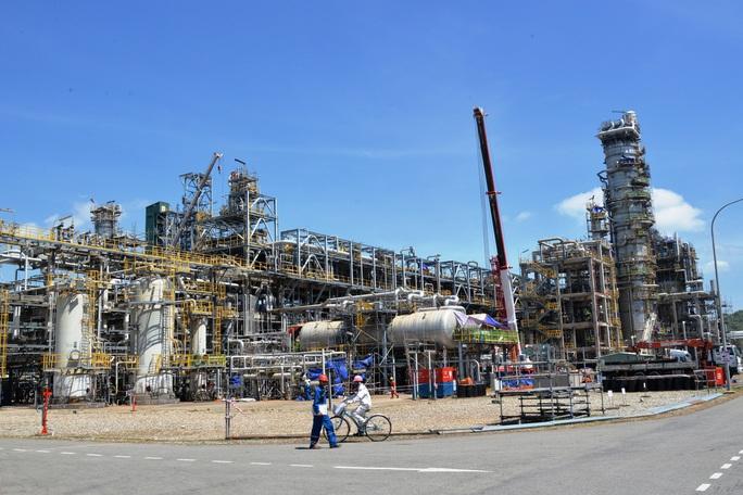 Nhà máy lọc dầu Dung Quất tính dừng sản xuất vì dịch Covid-19 - Ảnh 1.