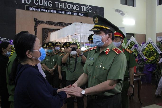 Nghẹn ngào lễ viếng hai công an Đà Nẵng hy sinh khi truy đuổi tội phạm - Ảnh 11.
