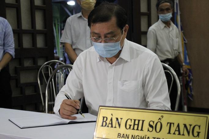 Nghẹn ngào lễ viếng hai công an Đà Nẵng hy sinh khi truy đuổi tội phạm - Ảnh 6.