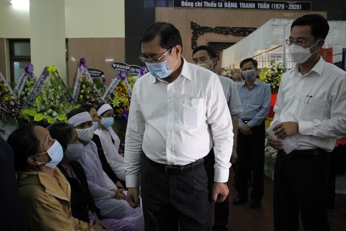 Nghẹn ngào lễ viếng hai công an Đà Nẵng hy sinh khi truy đuổi tội phạm - Ảnh 7.