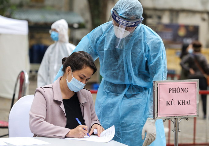 Ổ dịch Covid-19 ở Bệnh viện Bạch Mai với 44.000 người liên quan được kiểm soát thế nào? - Ảnh 2.
