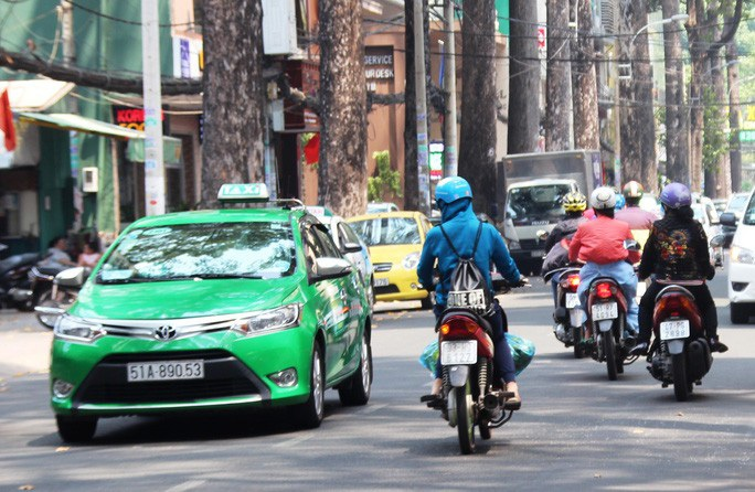 UBND TP HCM đồng ý cho 200 xe taxi Mai Linh chở người bệnh đi cấp cứu - Ảnh 1.
