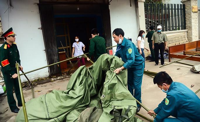 CLIP: Người dân thôn 1.400 nhân khẩu hô vang chiến thắng khi được dỡ bỏ cách ly - Ảnh 6.