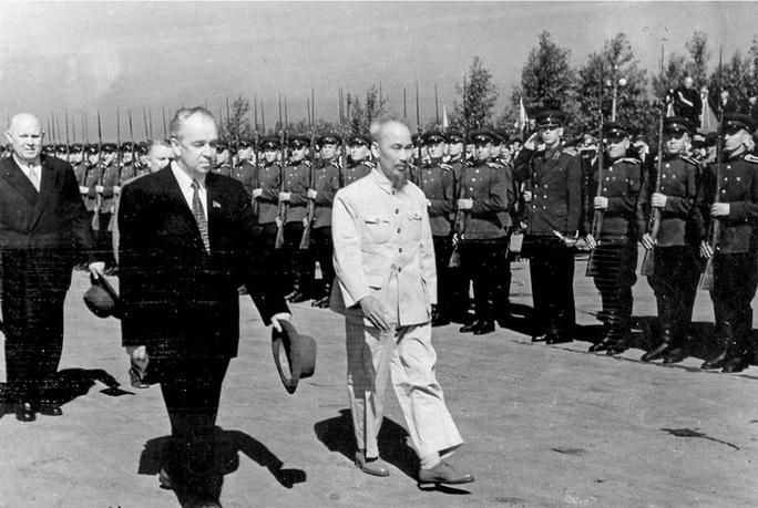 Ly rượu của Bác Hồ và câu chuyện kẹt giữa quan hệ căng thẳng Xô - Trung - Ảnh 3.
