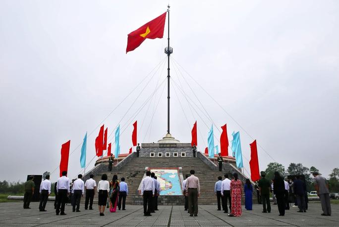 Lễ Thượng cờ Thống nhất non sông ở đôi bờ Hiền Lương - Bến Hải - Ảnh 1.