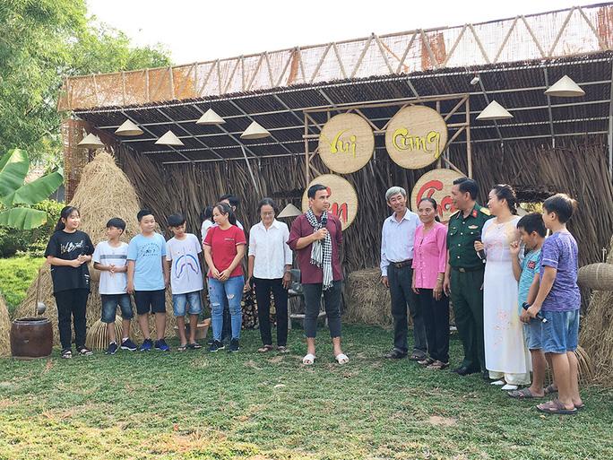Anh nông dân Quyền Linh tái xuất - Ảnh 3.