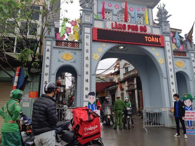 Cận cảnh Hà Nội kiểm tra, xử lý người ra đường không thuộc diện cho phép - Ảnh 2.